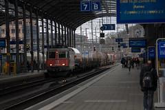 Freight: mixed one in Olten (3/3) (jaeschol) Tags: bbc bahnhof eisenbahn elektrischelokomotive europa europe gottardo2016 kantonsolothurn kontinent lokomotive olten re420 re420268 saas sbb slm schweiz suisse switzerland transport chemindefer railroad railway weiss