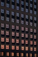 Отражение заката в окнах (Девелоперская компания) Tags: остекление ритм фасад закатвокнах закат розовый малиновый абстракция паттерн текстура европейскийберег новосибирск россия glazing rhythm facade sunsetinthewindows sunset pink crimson abstraction pattern texture europeancoast novosibirsk russia