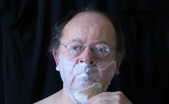 Shaving time (Alfredo Liverani) Tags: odcdailychallenge odc daily challenge amomentofyourday canong5x canon g5x pointandshoot point shoot ps flickrdigital flickr digital camera cameras selfportrait 3652018 project365365 project36512312018 project36531dec18 oneaday photoaday pictureaday project365 project project2018 2018pad