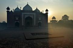 Here Comes the Sun (Pedestrian Photographer) Tags: east eastern mosque sunrise dawn early morn morning am taj mahal india agra indian sky orange