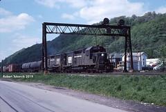 LEETS (NSHorseheadSD70) Tags: robert tokarcik penn central transportation company railroads trains railways locomotives emd pennsylvania leetsdale leets tower gp35 sd40
