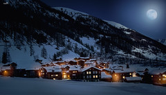 Night in Obergoms (VandenBerge Photography (Lack of time, sorry!)) Tags: schweiz snow snowscape landscape night nightscape mountains alps obergoms cantonofvalais europe eos80d canon winter winterscape moon fullmoon romantic lights village