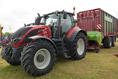 Grass & Muck 2018 Valtra T174 Tractor with a Struatmann Tera Vitesse CFS 4201 Forage Pick Up Wagon (Shane Casey CK25) Tags: grass muck 2018 valtra t174 tractor struatmann tera vitesse cfs 4201 forage pick up wagon agco traktor traktori tracteur trator trekker ciągnik farming farm farmer agriculture agri working work land field machinery farmmachinery horsepower horse power hp pull pulling nikon d7200 machine ireland irish county offaly