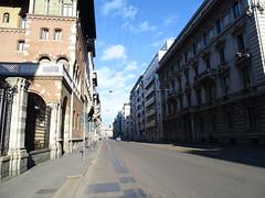 Milano (30) (pensivelaw1) Tags: italy milan statues trump starbucks romanruins thefinger trams cakes architecture