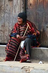 Portrait homme Tarabuco Bolivie_2095 (ichauvel) Tags: homme man vieilhomme oldman tradition vétement assis sitting marchédetarabuco tarabucomarket chuquisaca bolivie bolivia amériquedusud southamerica amériquelatine voyage travel tarabuco marché market porte door village yamparaez getty
