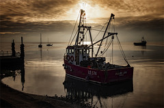 Fire cracker sky (Harleycy3) Tags: leighonsea marinelife bytheseaside fishermanslife wwb