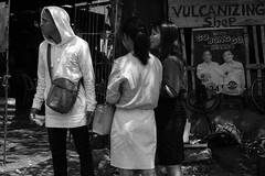 Looking (Beegee49) Tags: street people looking amused blackandwhite monochrome bw planet happy sony a6000 bacolod city philippines asia
