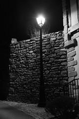 2019 Janvier - Hennebont (Nuit).005 (hubert_lan562) Tags: nuit soir noir lumiere hennebont lorient night blanc monochrome mur 56 bzh morbihan bretagne eclairage architecture