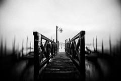 3377 (Elke Kulhawy) Tags: venedig italy italien lensbaby lensbabycomposer nebel fog grain grainy verschwommen art kunst brücke bridge bnw bw monochrome blackandwhite dark gondeln gondola vignette bwphotographie bnwbw