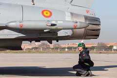 Primer Eurofighter Tranche 1 actualizado (Ejército del Aire Ministerio de Defensa España) Tags: eurofighter typhoon claex centrologísticodearmamentoyexperimentación airbus baseaérea getafe aviación militar military aviation caza jet fighter escarapela mecánicos armeros aire cielo