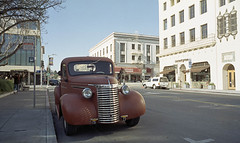 Grille (Tim Roper) Tags: 250d 28mm elmarit leica paloalto ra4 cars film street chevy chevrolet vintage auto classic kodak vision3