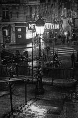 La nuit dans de la Rue Lamarck.. Instant de cinéma parisien #32 (Paolo Pizzimenti) Tags: instant cinéma femme cigarette lamarck roman polar paolo paris olympus zuiko omdem1mkii 25mm 45mm f18 filma pellicule doisneau