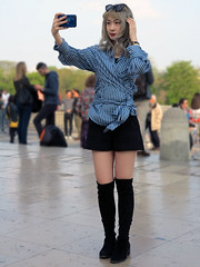 Chinese lady taking a selfie with her blonde wig (pivapao's citylife flavors) Tags: paris france trocadero girl photographer