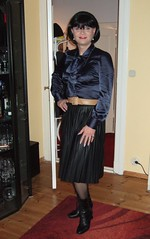 Pleated leather skirt (Marie-Christine.TV) Tags: pleated leather skirt faltenrock lederrock lederfaltenrock feminine transvestite lady mariechristine tgirl tgurl dame schnürstiefel laced boots blouse satin pussybow schluppenbluse schleifenbluse