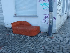 Eck-Couch (mkorsakov) Tags: dortmund nordstadt hafen couch möbel sperrmüll trash eckcouch braun brown
