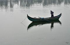 Pescador na lezíria!! (puri_) Tags: rio tejo água reflexos barco pescador nevoeiro picmonkey