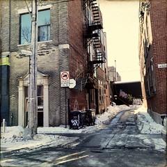 Les ruelles me manquent... Patience... (woltarise) Tags: soleil hiver glace bâtiment briques murs secours escalier montréal hipstamatic iphone7