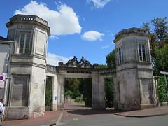 Entrée du Jardin public, Cognac (16) (Yvette G.) Tags: architecture jardinpublic cognac 16 charente poitoucharentes nouvelleaquitaine hôteldeville