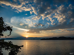 Sunrise over Mount Kinabalu from Gaya Island, Borneo (m0dernlife) Tags: kotakinabalu sabah malaysia my mountkinabalu sunrise gayaisland borneo