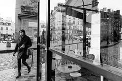 La femme de la porte Saint Denis (Paolo Pizzimenti) Tags: porte saintdenis orange homme beaubourg paris paolo olympus zuiko omdem1mkii 45mm film pellicule argentique doisneau 12mm f2
