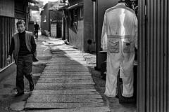 Street 734 (soyokazeojisan) Tags: japan city bw street people blackandwhite monochrome analog olympus m1 om1 50mm film trix kodak memories 1970s