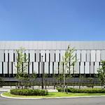 都市環境と共生するデータセンターの写真