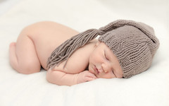 ~ Every sleepy boy and girl in every bed around the world can hear the stars up in the sky whispering  a lullaby ~ (Ranveig Marie Photography) Tags: baby newborn cap lue søt cute asleep sleeping sover
