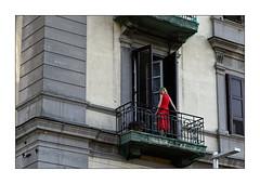 Napoli Walls 6: Femme au balcon (Jean-Louis DUMAS) Tags: portrait femme woman girll red balcon naples napoli italie italia mur scènederue streetlife blonde