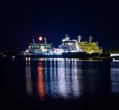 Moonrise (crwl) Tags: 2018 helsinki xt20 kontio polaris ship moon moonrise night finland reflections sea water lights