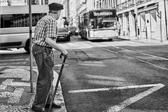 Lissabon Gente de Lisboa 74 bw (rainerneumann831) Tags: bw blackwhite street streetscene ©rainerneumann urban monochrome candid city streetphotography blackandwhite lisboa lissabon gentedelisboa mann