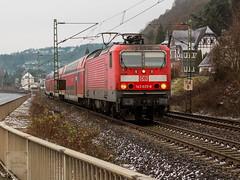 143 825 zieht am 16.12.18 die RB27 durch Wallen bei Linz/Rhein (Guido Klöckner) Tags: rheinland rheinstrecke eisenbahn train canon deutschland germany rheinlandpfalz zug foto lokomotive eos700d br143
