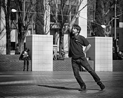 Meteors In Flight (Ian Sane) Tags: ian sane images meteorsinflight meteorjuggling man performer monochrome blackwhite candid street photography pioneer courthouse square downtown portland oregon monochromemonday canon eos ds r camera ef50mm f14 usm lens