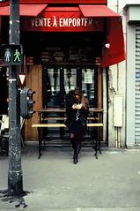 A emporter (laurent.dufour.paris) Tags: 2018 24x36 3x2 analog analogphotography analogique argentique believeinfilm canoneos1v capturestreets city colorfilm couleurs dreaminstreets europe everybodystreet everydayeverywhere extérieur femmes filmcouleur filmfeed filmforever filmisalive filmisnotdead filmphotography filmspirit films filmisastateofmind france fromstreetswithlove fujiphotofilmscanner fujivelvia50 generationstreet ishootfilm iledefrance keepfilmalive lavieencouleur lensonstreets life lifeisstreet ltd matin morning paris people photographiederue portrait printemps regardsparisiens rouge rue sp3000 spring storyofthestreet storyofthestreets streetfocuson streetphoto streetphotography streetphotographyinternational streetphotographer streetofparis streetoftheworld theanalogproject thefilmcommunity thestreetphotographyclub thestreetphotographyhub ville wearethestreets wearethestreet worldstreetfeature zonestreet