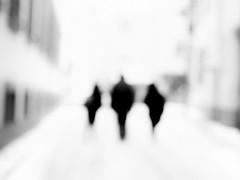 visitors (Sandy...J) Tags: olympus monochrom mono photography people street streetphotography sw schwarzweis strasenfotografie stadt silhouette blackwhite bw black white blur blurred verschwommen art city fotografie
