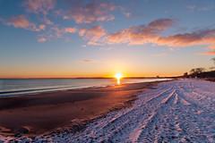 Sonnenaufgang Timmendorfer Strand (LB_Sonne) Tags: sunrise sonnenaufgang sun sonne ostsee wasser water ocean meer coast maritime beach küste balticsea snow schnee strand
