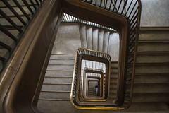 Haus der Gesundheit - Berlin (Elbmaedchen) Tags: staircase stairwell stairs stufen steps treppenauge treppenstufen treppenhaus escalier roundandround interior upanddownstairs helix spirale spiral architektur architecture beauty abwärts geländer hausdergesundheit berlin mitte amalex