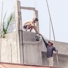 Building our house in Laos / Nous construisons notre maison au Laos (rs.Sophie) Tags: house home diy toît coopération projet work travail maintendue fatigue effort léger lourd cooperate construction team give gift roof hand arm cooperation heavy
