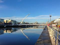 Dublin - Samuel Beckett Bridge über die Liffey (CocoChantre) Tags: bauwerk brücke dublin flus getränk landschaft lebensmittel wasser storestreet irland ie