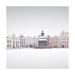 baltic queen   wismar, germany 2018 (philippdase) Tags: winter wismar europe germany mecklenburgvorpommern mutedcolors architecture historic oldtown balticsea mv square marketsquare philippdase pentaxk1 pentax snow cold subtlecolors d fineart