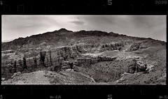 Charyn (tsiklonaut) Tags: horizon 202 panorama panoramic panoraam pano 135 35mm film analog analogue analogica analoog roll wide charyn kazakhstan kasastan landscape canyon kanjon sky ethol ufg agfa apx 400 black white negro y blanco mustvalge travel discover experience drum scan drumscan scanner pmt photomultiplier tube mountanous rugged terrain maastik
