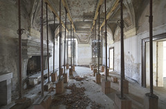Palazzo Rosetta (Sean M Richardson) Tags: abandoned palace italia architecture decay details texture canon photography travel explore light dark color gold lines