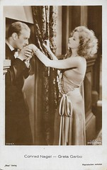 Conrad Nagel and Greta Garbo in The Mysterious Lady (1928) (Truus, Bob & Jan too!) Tags: conradnagel spy drama gretagarbo fredniblo 1928 mgm metrogoldwynmayer ross rossverlag adaptation novel derkriegimdunkel ludwigwolff vintage postcard postkarte postale postkaart postal picture periodpiece vedette vamp cinema carte cartolina cine cartepostale card celebrity costume film filmstar movies movie moviestar muet muto stummfilm star screen silent sepia schauspielerin schauspieler darstellerin darsteller deutsch deutschland american usa swedish hollywood 1920s ansichtkaart ansichtskarte actress actor actrice acteur attrice attore themysteriouslady