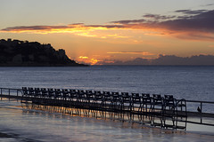 Sunrise on the Promenade des Anglais, Nice, Côte d'Azur, France (Ministry) Tags: promenadedesanglais baiedesanges nice alpesmaritimes côte dazur france french riviera mediterranean sea seaside promenade chair sunrise pigeon cloud headland