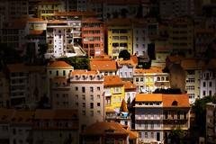 Un rayo de Luz (Helena de Riquer) Tags: coímbra portugal europa europe 2017 flickr helenaderiquer sony sonydsch20 carlzeiss arquitectura architecture edificios edificis buildings pisos viviendas vivendes households