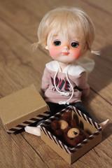 A new friend is a gift (Petitedoll) Tags: secretdoll doll mong bjd toy