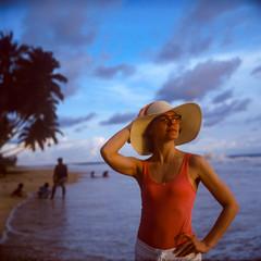 Sri Lanka, 2018 (Pavel Moroz) Tags: шриланка хиккадува пляж пленка среднийформат srilanka hikkaduwa beach film expiredfilm life people rolleiflex rolleiflex28gx planar fujifilm velvia fujifilmvelvia rvp50 fujifilmvelviarvp50 slidefilm mediumformat 6x6 street 2018 портрет portrait girl girlportrait