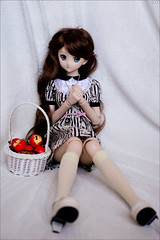 Girl with the apples (gwennan) Tags: kirisamemarisa kirisame marisa touhouproject dollfiedream dollfiedreamsister jfigure japan cute anime closeup toy doll volks softvinyl color colors