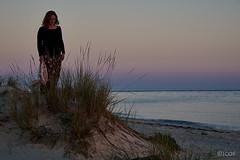 Manuela (2). (jcof) Tags: mujer woman dunas playa beach juncos paisaje landscape retrato portrait nature naturaleza armona portugal algarve