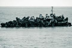 Blick auf's  Meer --- View to the sea (der Sekretär) Tags: deutschland germany helgoland himmel horizont meer ocean ozean schleswigholstein see stein steine wellenbrecher breakwater groin groyne horizon sea sky stone stones