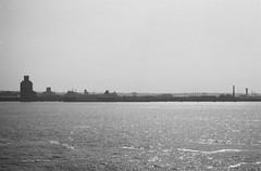 Mersey (Jim Davies) Tags: liverpool film analogue analog veebotique 35mm konica vx400 expired blackandwhitefilm monochrome chromogenic c41 bw streetphotography street l1 mersey river birkenhead june 2018 summer summertime